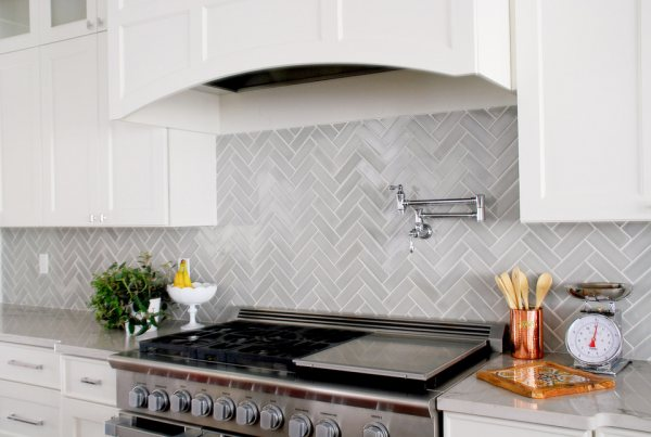2018 flooring trends herribone backsplash